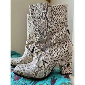 Free Life White Snakeskin Leather Boots Size 8